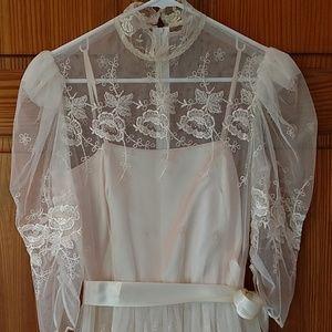 Dresses & Skirts - Gorgeous 😍 vintage dress. Size 10